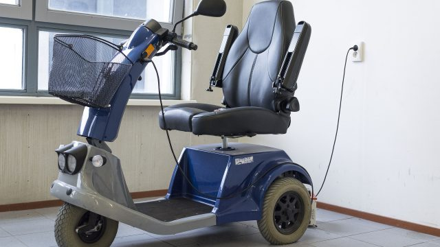 mobility-scooter-1372965_1920